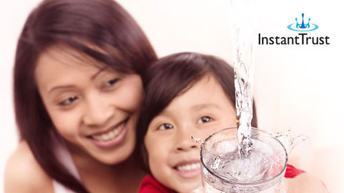 Mother and daughter use Philips InstantTrust for water disinfection
