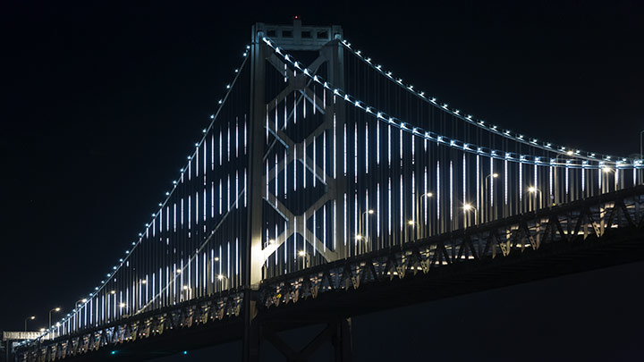 Bay Bridge illuminé à San Francisco