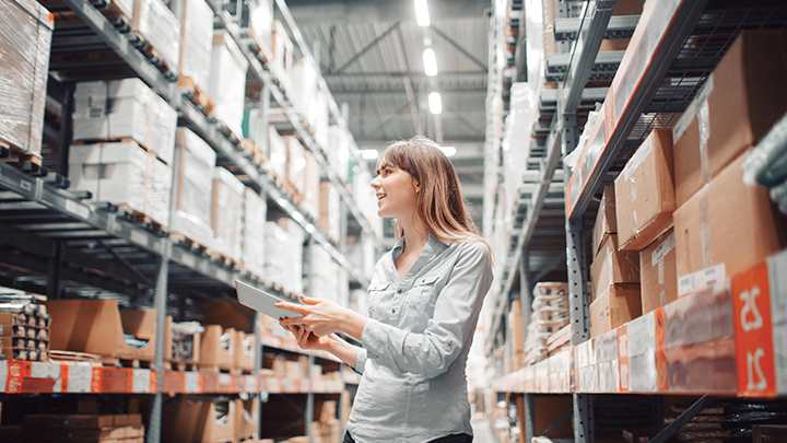 Woman in warehouse mainsfit